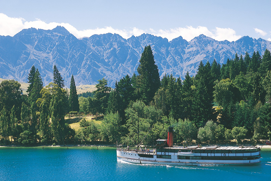 Earnslaw Queenstown Remarkables Mountains
