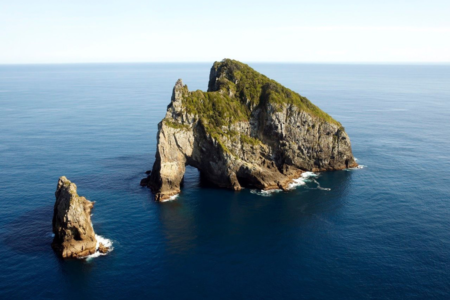 Salt Air Heli Flights Bay of Islands Hole in the Rock